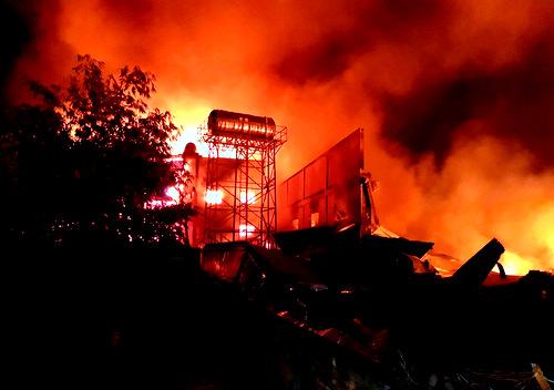 Cháy công ty gỗ
