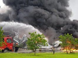 Xưởng Sơn bốc cháy